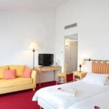 PARK AND SUITES ELEGANCE LE CANNET